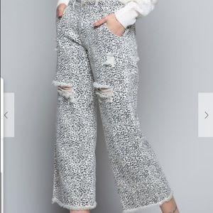 POL Cheetah Print Distressed Raw Hem Crop Pants
